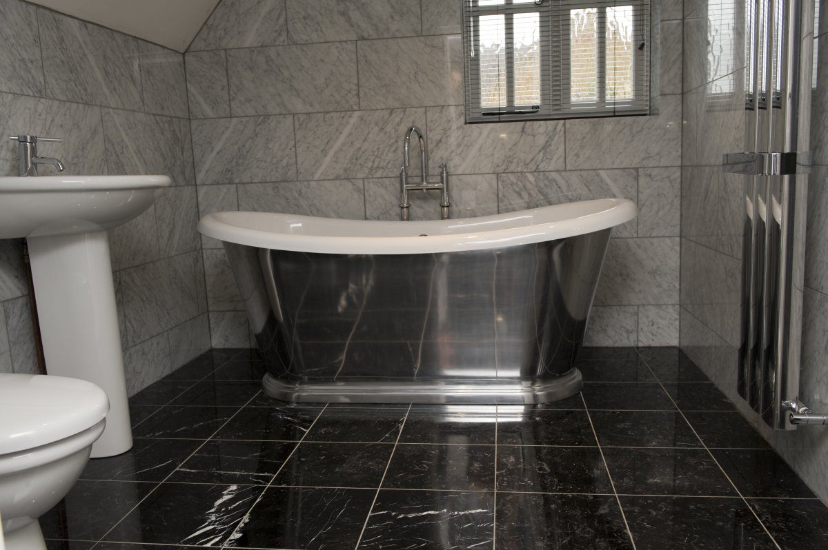 Bathroom With Black Floor Tiles With Elegant Picture | eyagci.com