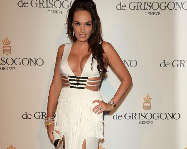 TAMARA ECCLESTONE shows off her curves