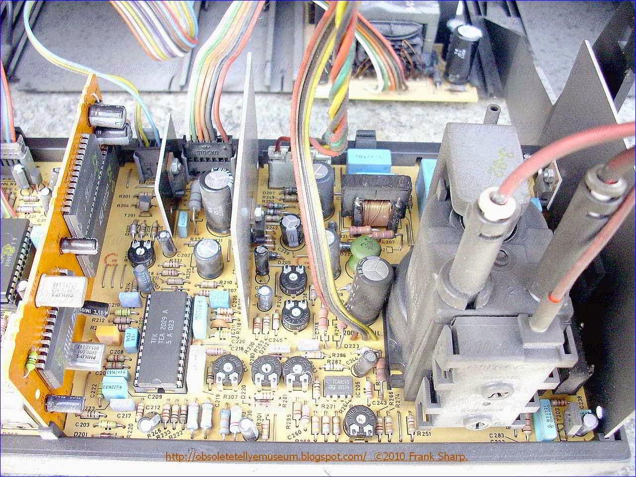 Obsolete Technology Tellye Mivar 28v2e Tvd Chassis Tv3536 1 Hobby Electronics Circuits Input Trigger Synchronized Monostable Imgh 06663 Tvm
