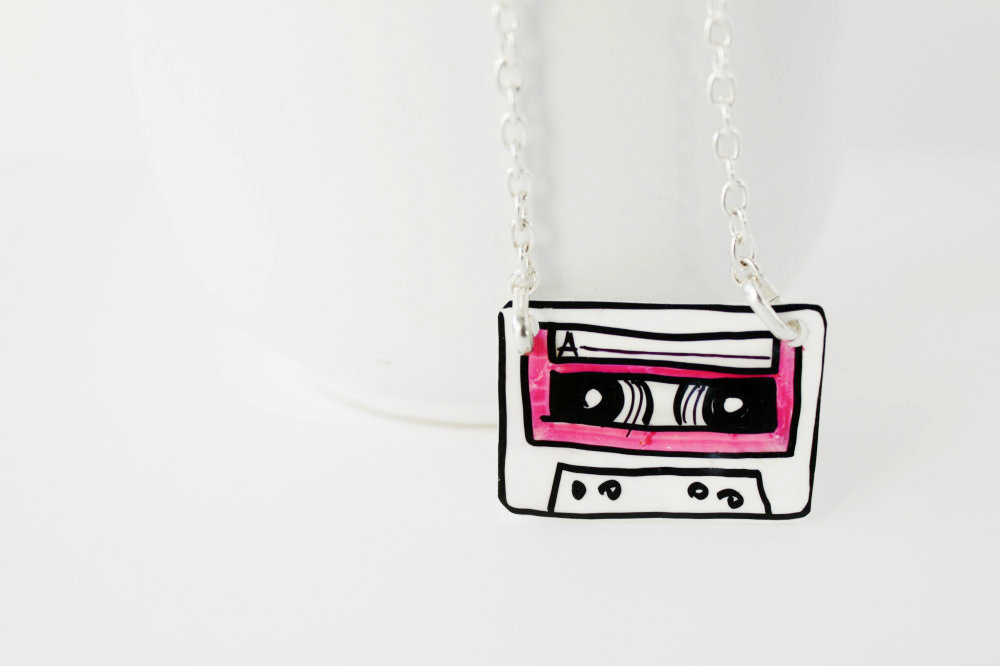 Collana Music Cassette Rosa Fluo