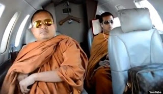 Thai monks take private jet