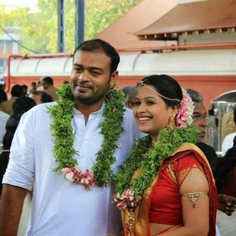 Actress Sadhika and husband Bhibhin Manari -wedding photos