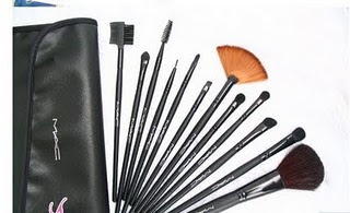 MaKEUP TOOLKiTS your nearest store!! KLIK SiNi...