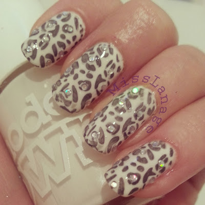 crumpets-33-day-challenge-snow-leopard-nails