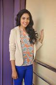 Ritu Varma latest glamorous photos-thumbnail-6