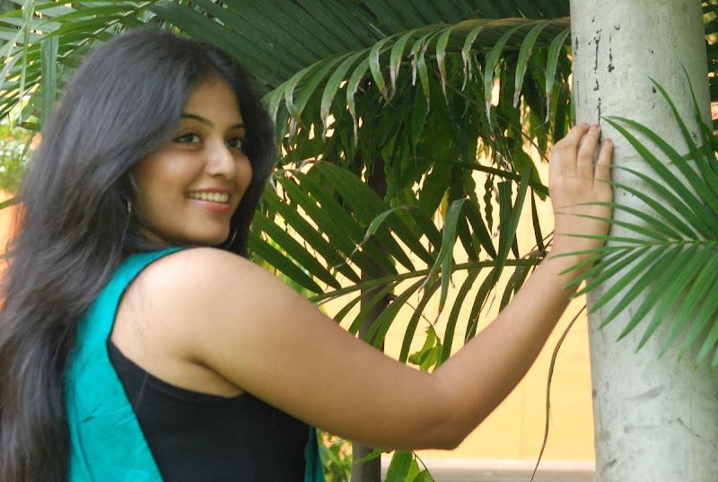 Anjali Latest Cute Stills In Engeyum Eppothum Press Meet navel show
