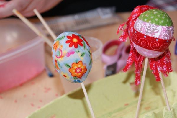http://frutzelei.blogspot.de/2013/03/stoffreste-eier.html