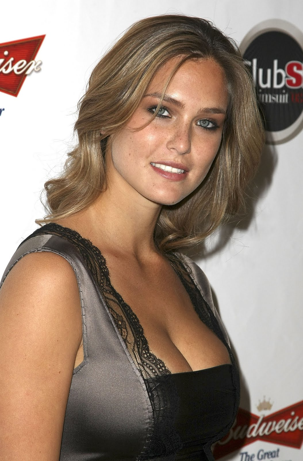 http://4.bp.blogspot.com/-hRNKHAJ0c5Q/TbcVsozF4sI/AAAAAAAAAWc/bbfG-a6Rb0M/s1600/19857-bar-refaeli-sports-illustrated-2008-swimsuit.jpg