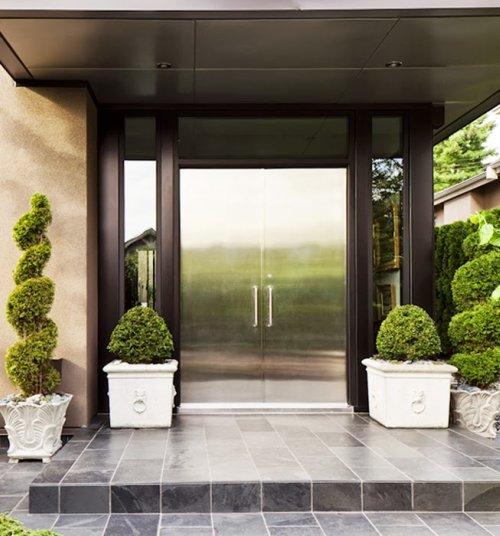 Moderna casa con obras de arte decoraci n - Entrada de casas modernas ...