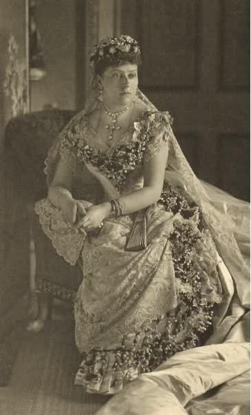 The Royal Order of Sartorial Splendor: Wedding Wednesday: Queen ...