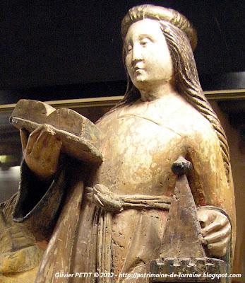 Statue de Sainte Barbe en bois polychrome . Fin XVe -début XVIe siècle.
