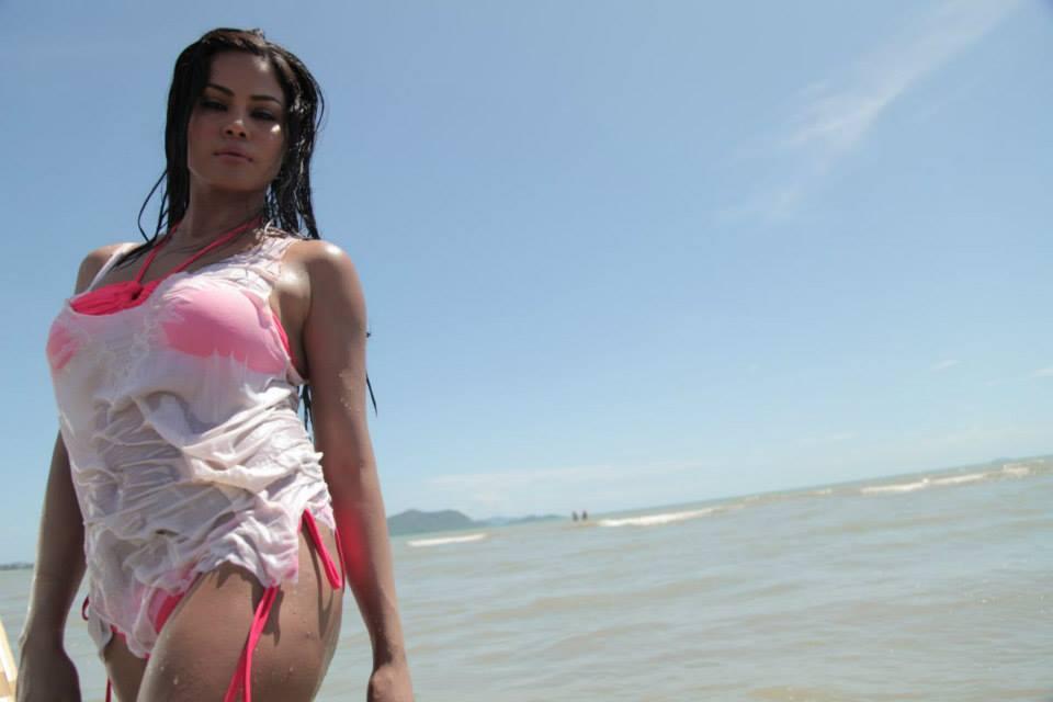 Veena Malik Hot In