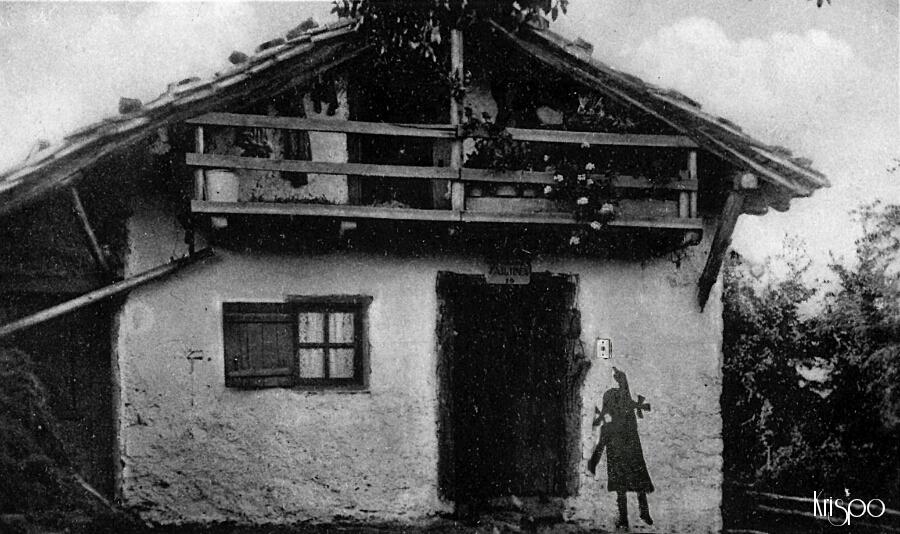 fotografia antigua de tipica casa de hondarribia
