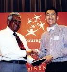 2009年,新加坡总统颁发给以量 Healthcare Humanity Award 2009.