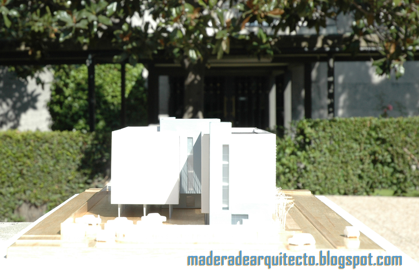 Madera de arquitecto maqueta oficinas para el sescam en for Oficina correos albacete