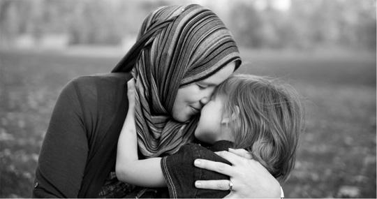 Gambar ibu dan anak perempuan, gambar ibu dan anaknya, gambar wanita solehah dan anaknya, syurga dibawah telapak kaki ibu, ibu ratu hatiku,