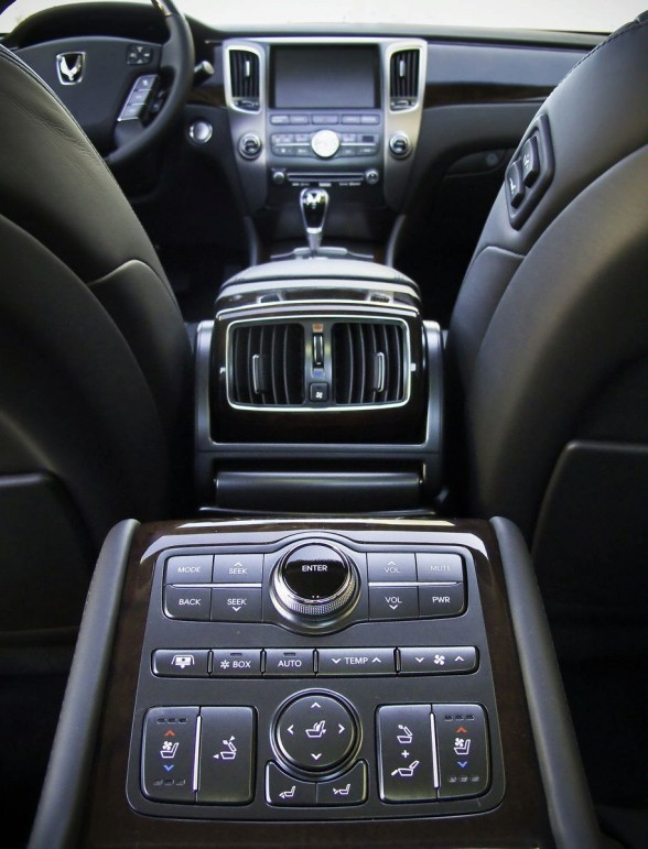 2011 Hyundai Equus Interior