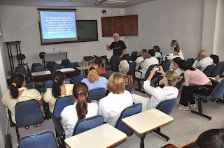 Outubro Rosa: HCTCO reúne funcionários, estudantes e população em palestra sobre o câncer de mama