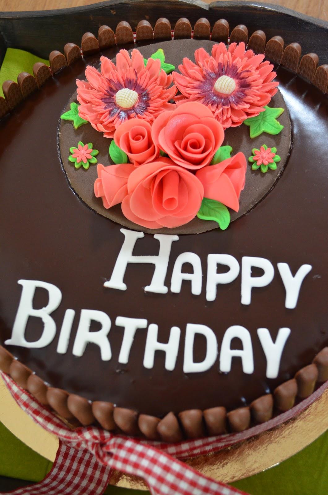 Bekend Lekkers van de Bakmadam!: Verjaardagstaart met bijpassende cupcakes ZK-61