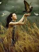 Amo a liberdade, por isso deixo as coisas que amo livres. Se elas voltarem é porque as conquistei.
