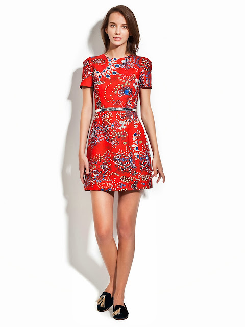 kırmızı desenli kısa elbise