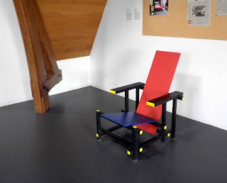 red blue chair rietveld