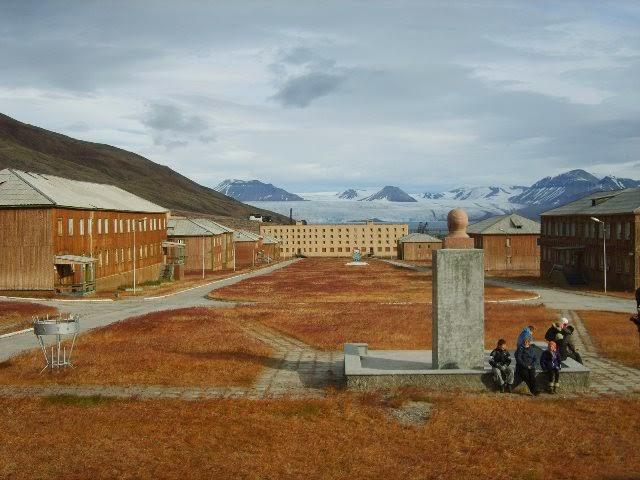 Pyramiden en Svalbard, Noruega (abandonada, 1998).