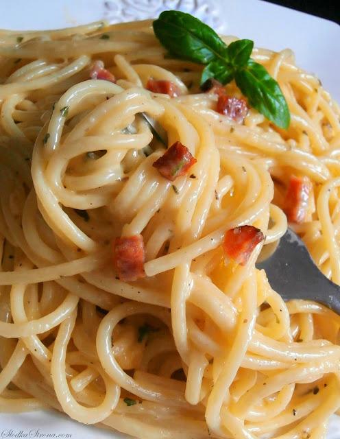 Spaghetti Carbonara z Szynką (Makaron z Szynką) - Przepis - Słodka Strona