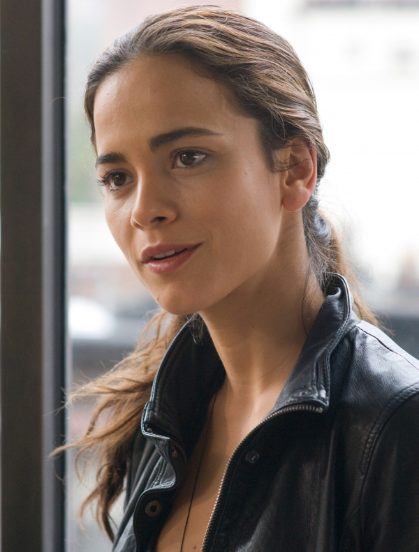 Alice Braga Hairstyle 30