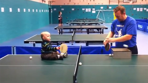 Lucu, Video Bayi Bermain Ping-Pong di YouTube