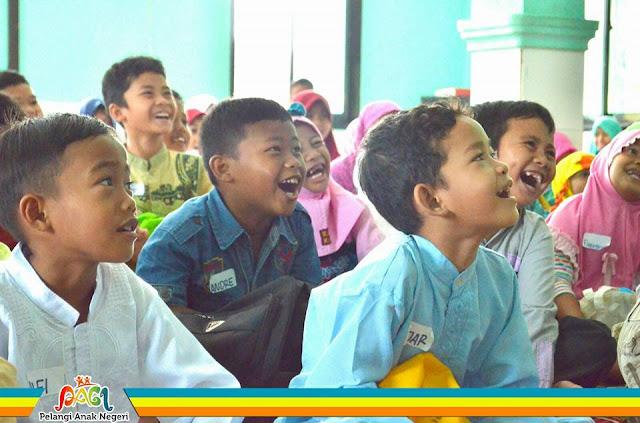 Kak Ojan Pendongeng Generasi Cinta Masjid