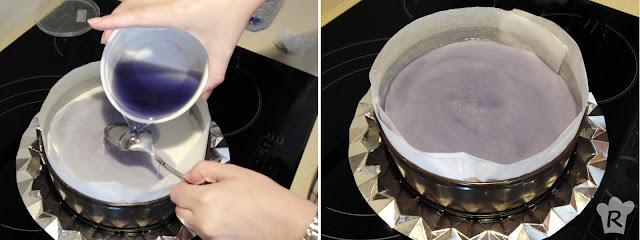 Vierte la gelatina templada con cuidado