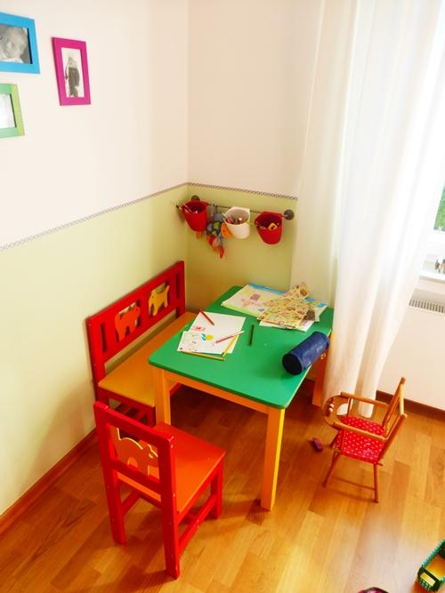 Bastelecke Kindertisch Bunt Kinderzimmer