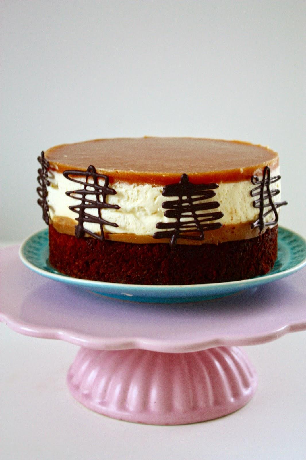 Nougat Brownietorte mit Salted Caramel und Cheesecake Mousse