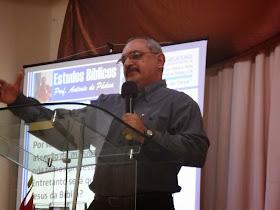 Ministrando no Seminário Compartilhando Jesus na IEC Família Viva em 26/01/2014
