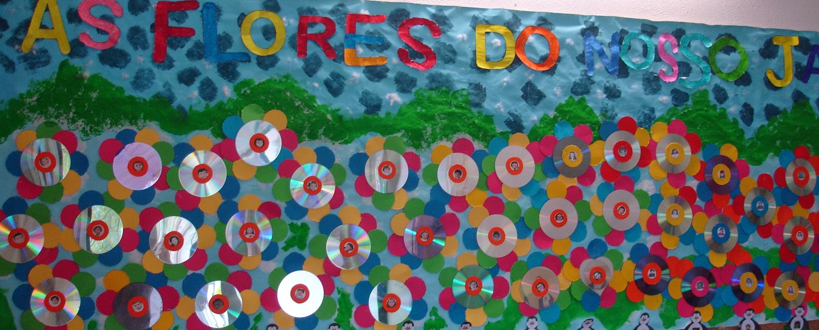 """flores do jardim letra:Painel coletivo intitulado """"As flores do nosso jardim"""""""