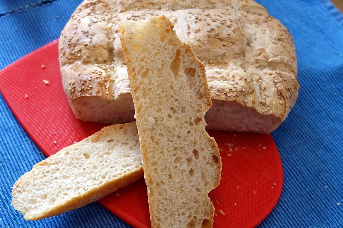 Белый хлеб с кунжутными семечками