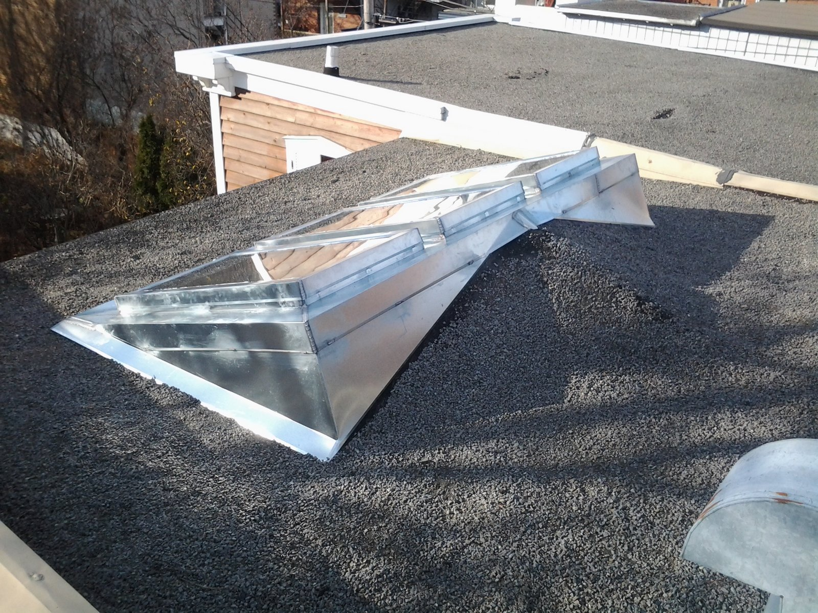 Ferblanterie de patrimoine habillage de fenetres de toit for Habillage fenetre de toit