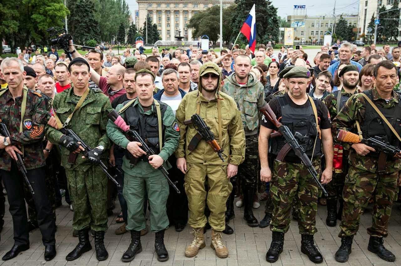Manifestação separatists em Donetsk foi marcada pela ausência de populares