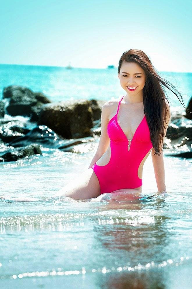 Vũ Hoàng Điệp diện bikini nóng bỏng trên bãi biển|raw