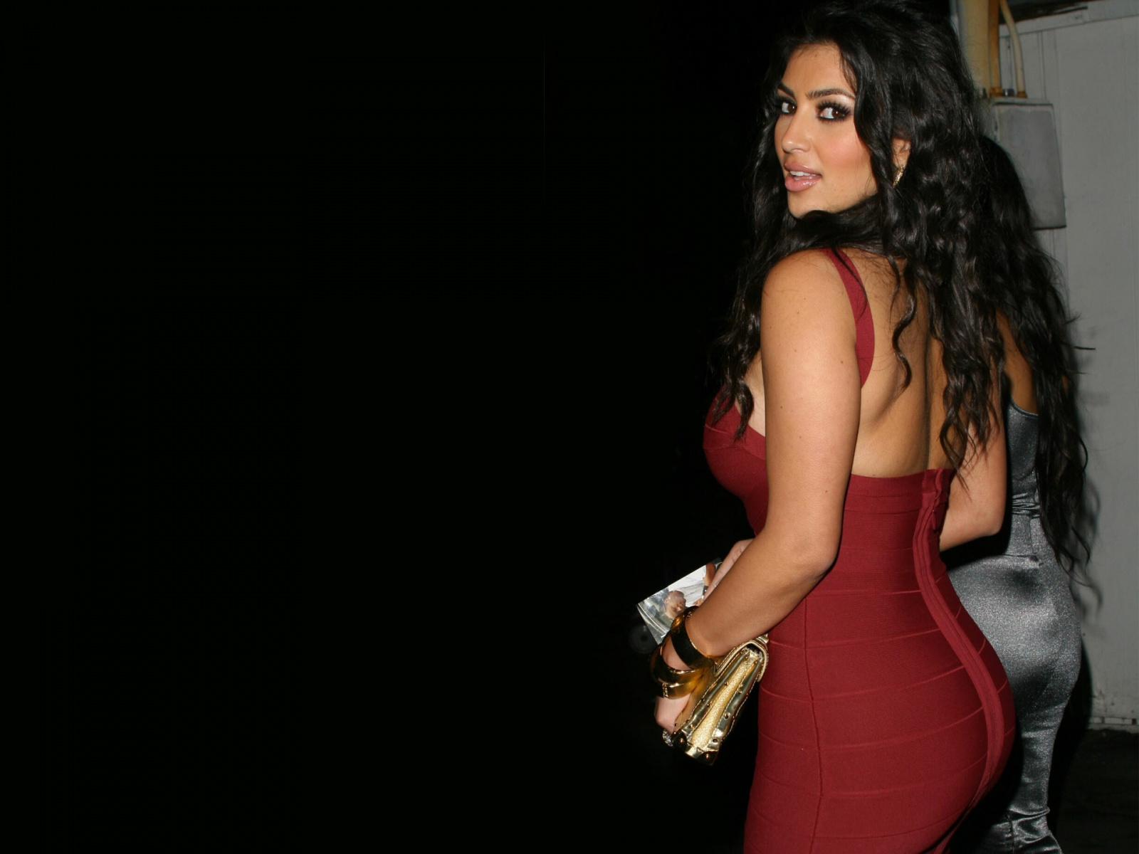 http://4.bp.blogspot.com/-hWG4F-QdAJg/UEjItenAkaI/AAAAAAAAOyo/VbUezim6iYA/s1600/The-best-top-desktop-kim-kardashian-wallpapers-kim-kardashian-wallpaper-hd-6.jpg