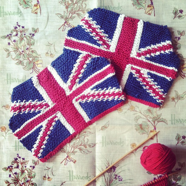 Knitting Pattern For Union Jack : anna knits, etc.: anna knits - union jack tea cosy update 3