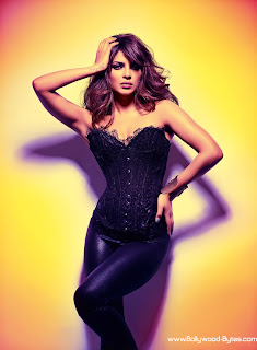 Priyanka Chopra's Hottest Fashionable Black Dress