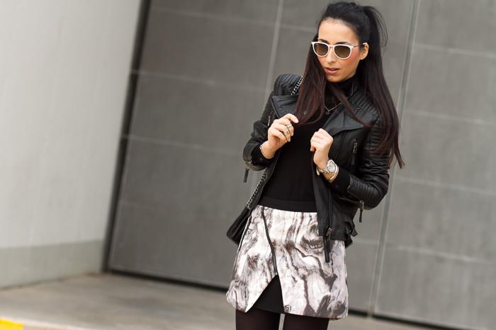 Blogger de moda con Chaqueta de piel negra de Zara