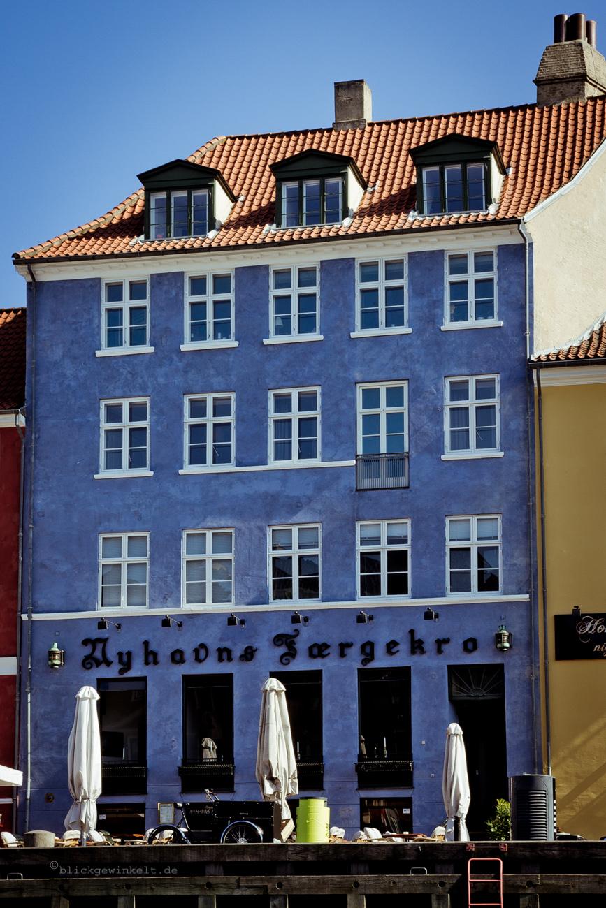 alte blaue Häuserfassade