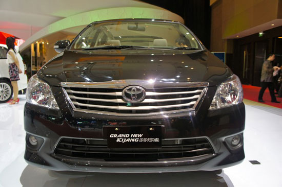 http://4.bp.blogspot.com/-hXFCK-vbbfA/TizTnGMQY5I/AAAAAAAAD6k/HECvzBYhgU8/s1600/Toyota_Innova_2012_5.jpg
