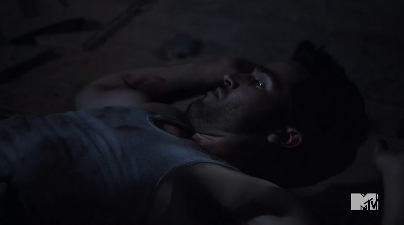 Tyler Hoechlin Shirtless in Teen Wolf s2e10