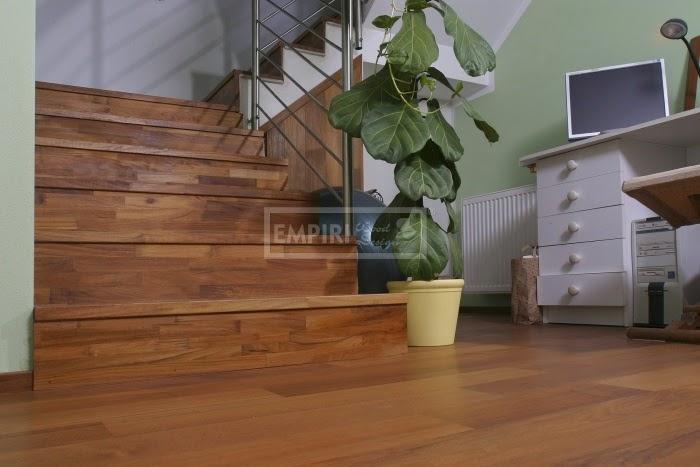 dřevěné masivní schody teak