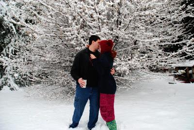 couple snow kiss