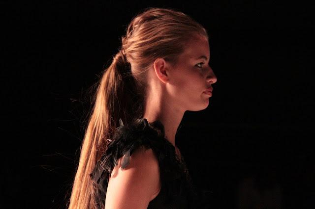model-catwalk-desfile-integra pg